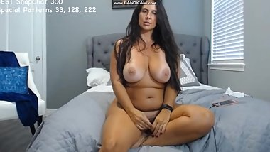 Curvtmodelmilf drops off her sexy outfit on Chaturbate
