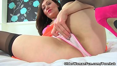 English milf Kitty Cream moistens her knickers