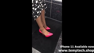 INDIAN MOM CANDID FEET IN PINK PUMPS - FOOT FETISH