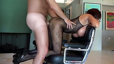 Gorgeous MILF having fun with her new neighbor