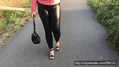 Walk in shiny leatherette leggings 4