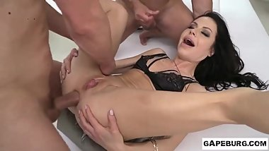 Skinny milf Allatra Hot gets double penetration and cumshot on her asshole