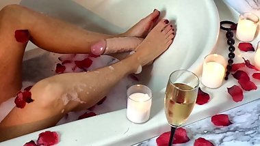 real orgasm bathtub with footjob dildo