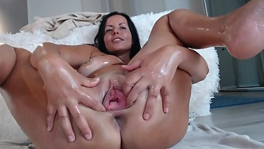 oiled milf with hot bod and nice tits in dirty cam show with squirting