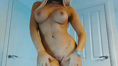 Dancing MILF Masturbating For Fun...