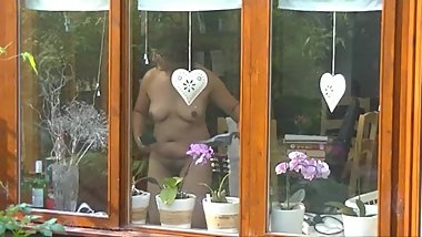 Cleaning the windows naked for neighboboobsrs to see