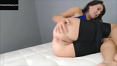 Alexa Page farts in sexy yoga shorts