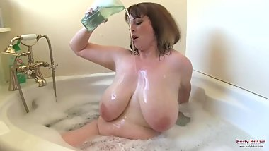 British BBW Mia Wallace Soaping Up Her Huge Boobs