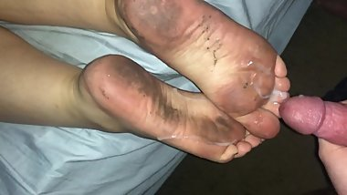 Cumming on my wifes dirty feet and soles