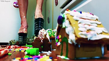 Christmas in July- The Gingerbread Giantess
