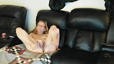 bECKY FINGERING TO ORGASM