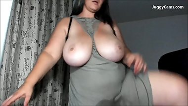 huge natural tits live
