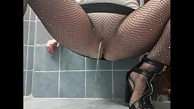 Pee desperation in black fishnet pantyhose and heels