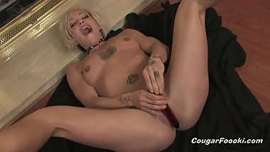 Horny mom loves to spread her legs and play with beloved toy