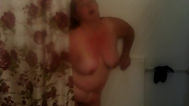 Sexy BBW Showers with Her New Vibrator