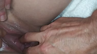 DADDY MAKING MOMMY SQUIRT