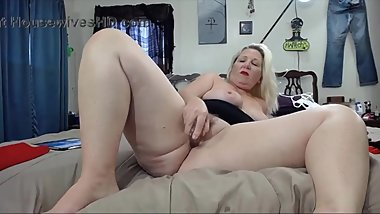 Mature blonde with big butt to fulfil all desires