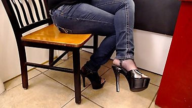 Crossed Legs Tight Skinny Jeans & Black High Heels
