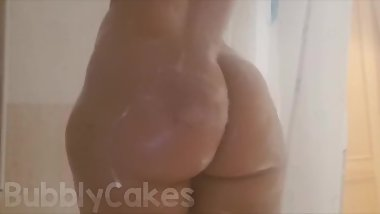 Soft pawg bubble butt in shower