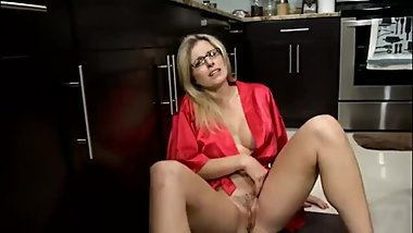 BLONDIE STEPMOM NEEDS DICK